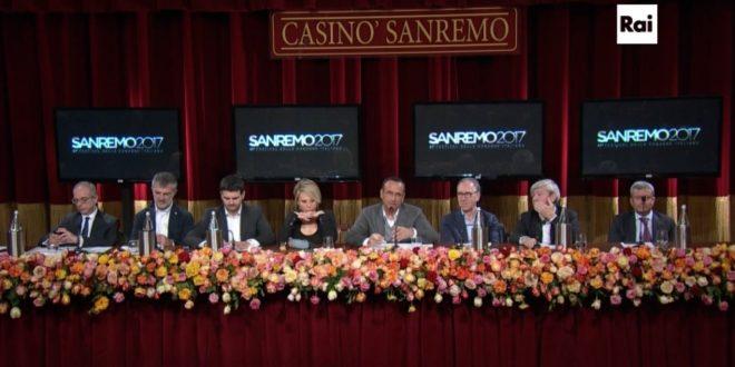 Sanremo 2017: Maria De Filippi al fianco di Carlo Conti